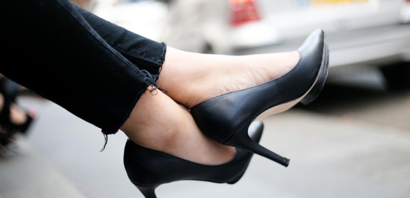 アパレル女の足