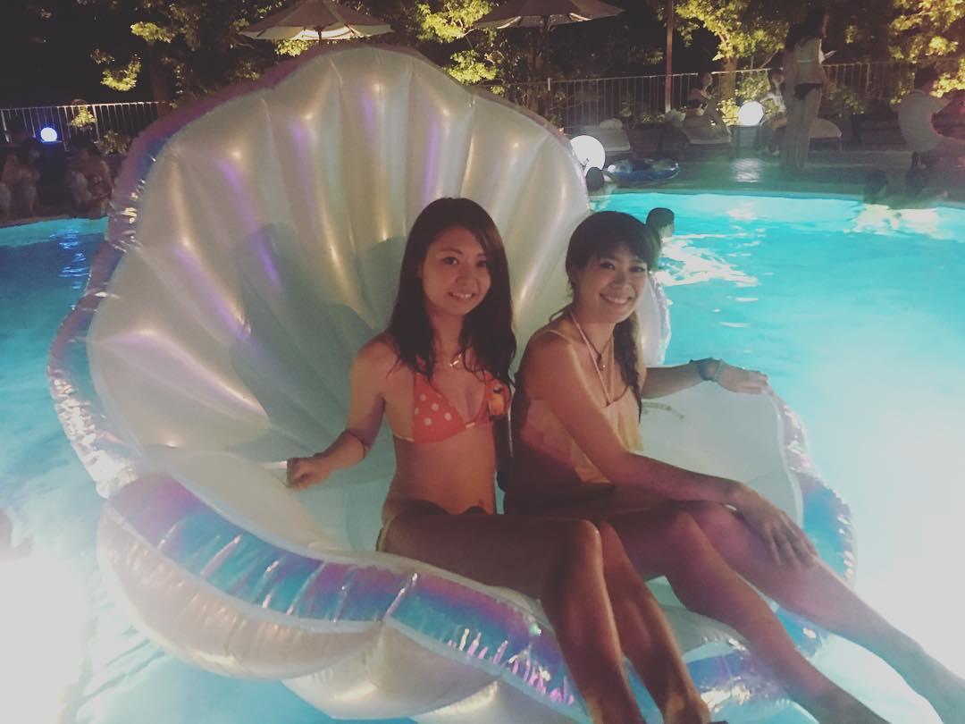 ナイトプール 浮き輪