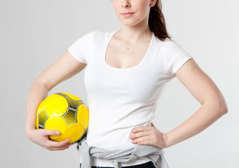 ハンドボールする女
