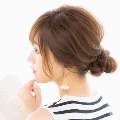 艶っぽくまとめ髪ができる、シニヨンスタイル