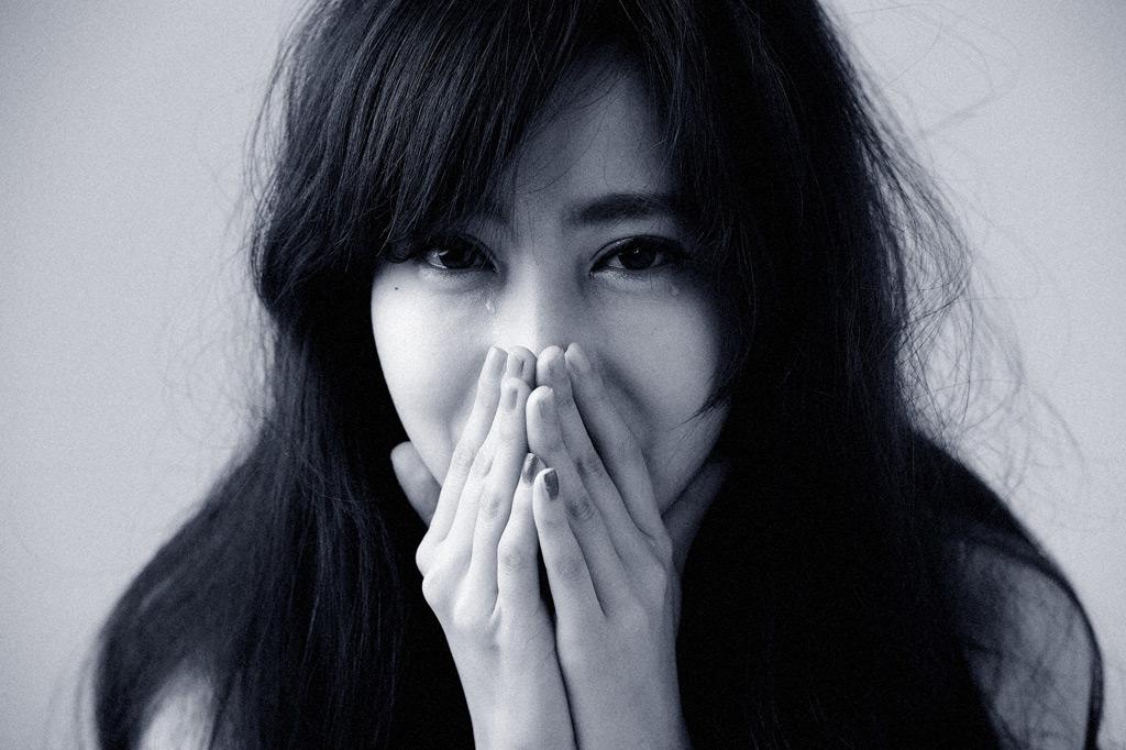 嬉し泣き女性