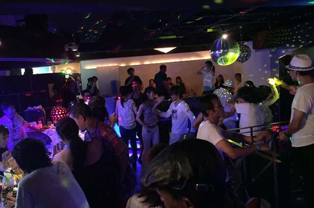 discotheque-saloon-rumfire