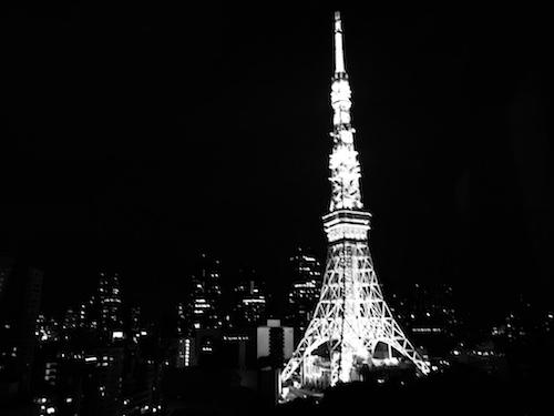 モノクロの東京タワー