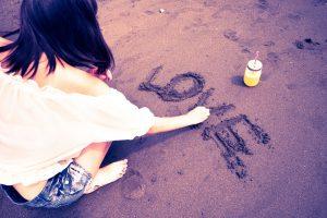 砂浜に文字書き