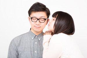耳にキス?