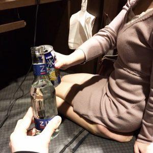 セクシー美女と乾杯