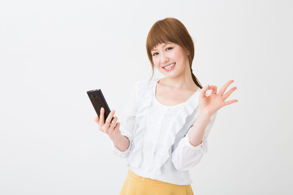 20072507 - young businesswoman to see a smart phone