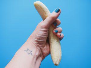 バナナをつかむ