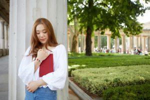 留学中の女性