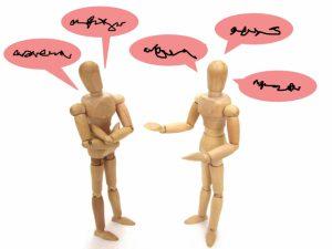 外国語で会話する2人