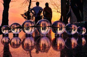 ガラス玉と夕日