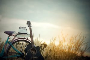colorful-of-bicycle-with-guitar-in-meadow_1150-7721